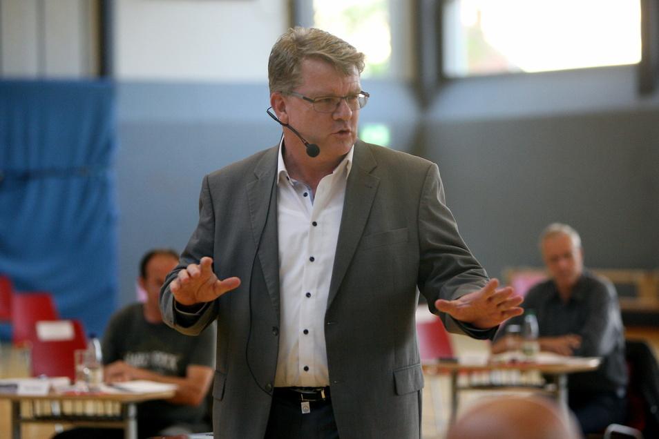 Dohnas Bürgermeister Ralf Müller (CDU) hatte eine Weisung des Stadtrats bisher auf seine Art ausgelegt.
