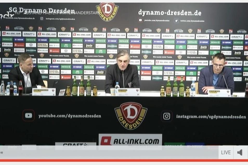 Die Pressekonferenz läuft: Auf dem Podium sitzen Pressesprecher Henry Buschmann sowie die Geschäftsführer Ralf Minge und Michael Born (von links).