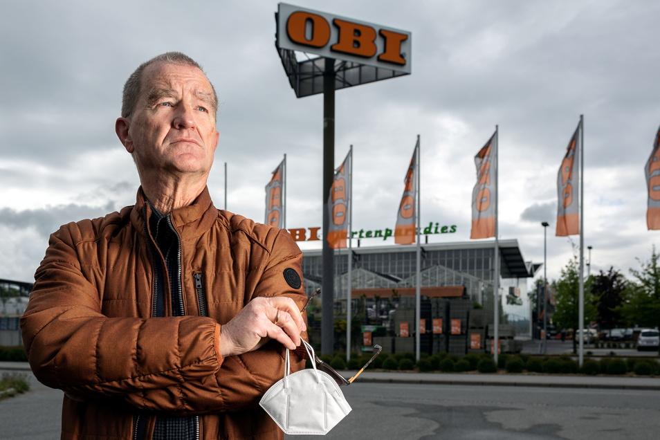 Michael Raden wollte sich im Corona-Testzentrum am Obi-Markt in Bautzen auf das Virus testen lassen - und wurde abgewiesen, weil er keine Chipkarte hat.
