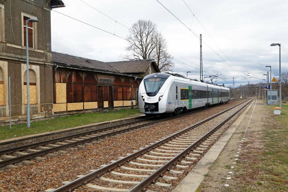 Ein Zug der MRB am Haltepunkt in Stauchitz. auf einem Teilstück der Strecke zwischen Chemnitz und Elsterwerda gilt ab Ende Juli teilweise Schienenersatzverkehr.