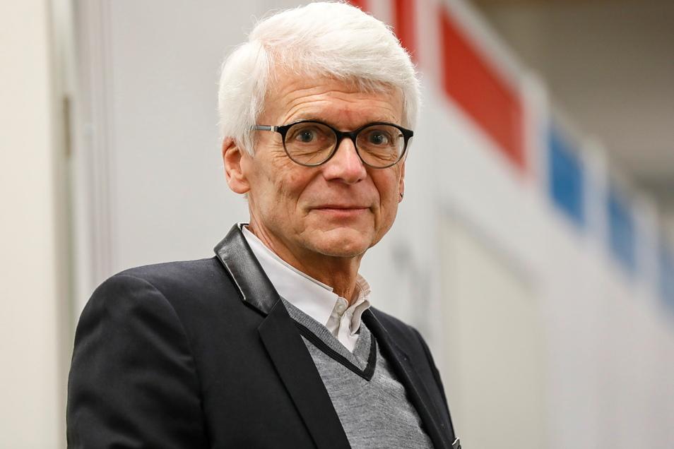 Der Görlitzer Kinderarzt Dr. Hans-Christian Gottschalk im Impfzentrum Löbau, wo er mit gegen Corona geimpft hat. Dennoch sieht er die Impfkampagne als kaum erfolgreich und fürchtet, dass vor allem die Kinder im Herbst die Folgen ausbaden werden müssen.
