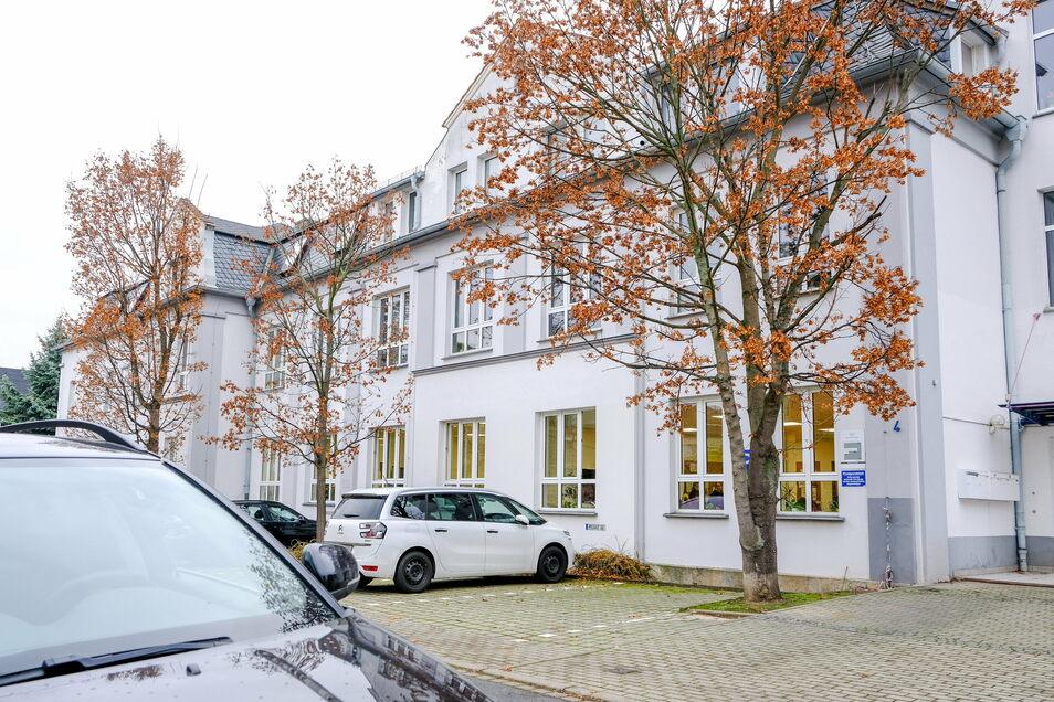 Die Evangelische Oberschule in der Ludwig-Jahn-Straße 4 kann weiter ihren Schulbetrieb durchführen.