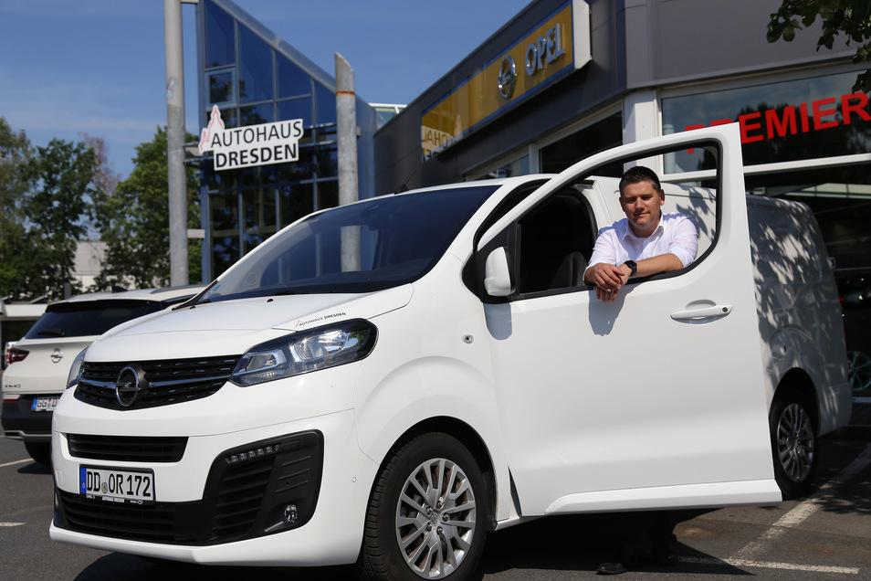 André Wendt ist der Flottenspezialist im Autohaus Dresden und freut sich, im Autohaus in Klotzsche seine Kunden zu begrüßen.