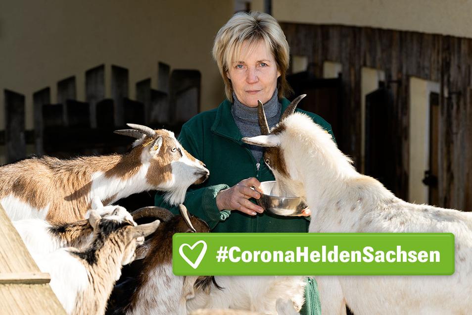 Corona – Krise in Deutschland, Sachsen. Ausgangsbeschränkungen, Selbst-Isolation, Social Distancing. Tierpark Bischofswerda, die Tiere werden mit einer Stammbelegschaft versorgt. Die Leute von der Lebenshilfe , die hier sonst arbeiten, bleiben zu Hause am