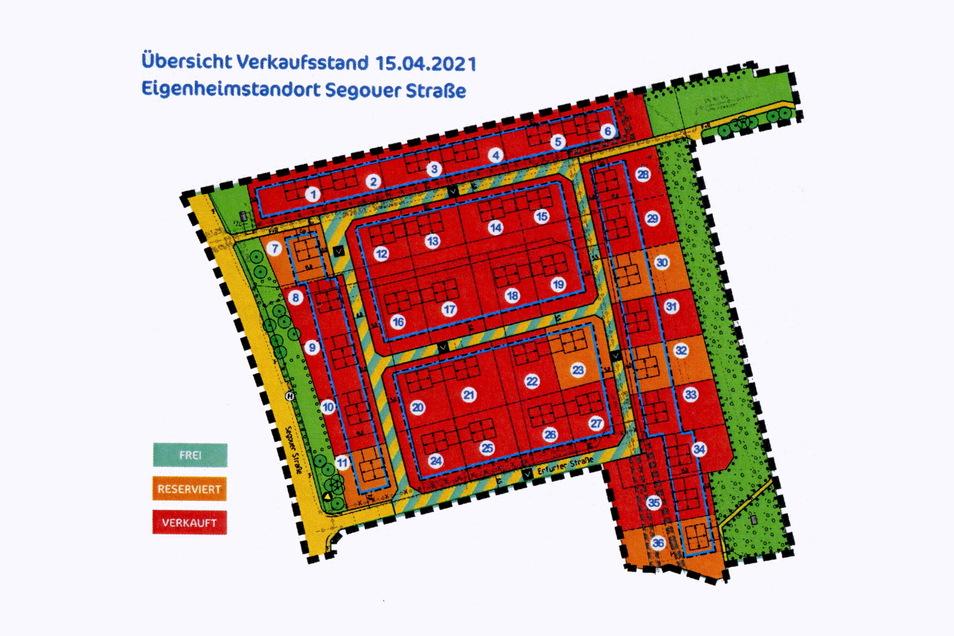 Eigenheime statt Wohnblöcke: An Segouer und Erfurter Straße in Riesa entstehen die ersten neuen Häuser. Hier arbeiten Zimmerleute einer Firma aus Liebschützberg an einer Dachkonstruktion.