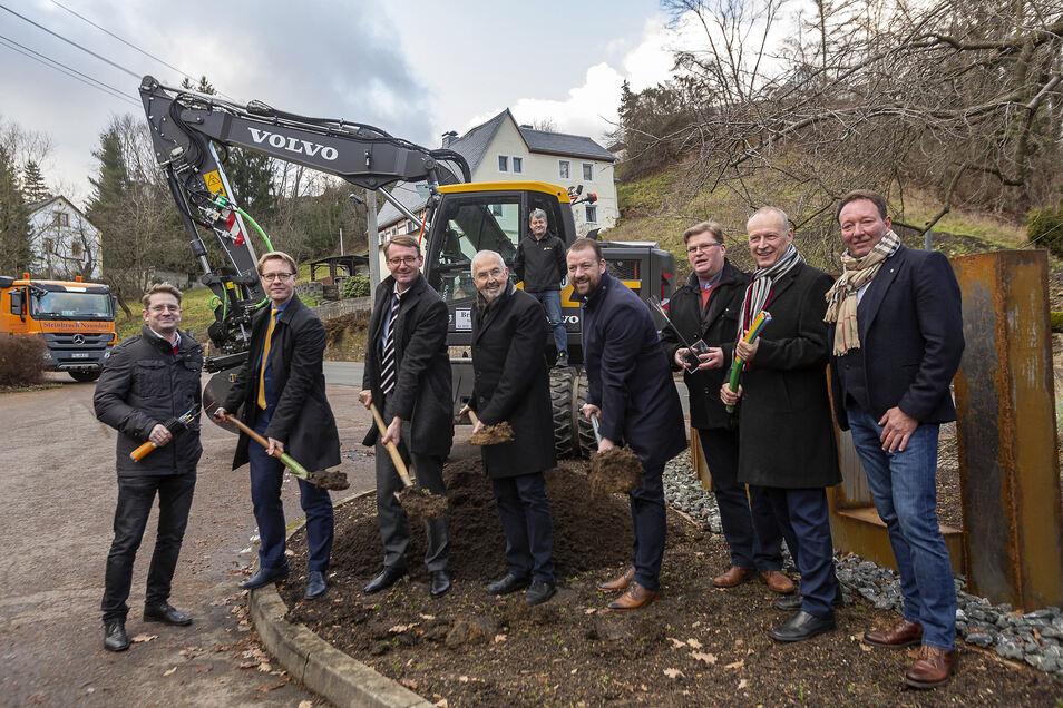 Mitte Dezember wurde der bevorstehende Breitbandausbau in Dorfhain feierlich begrüßt. Nun wird es ernst.