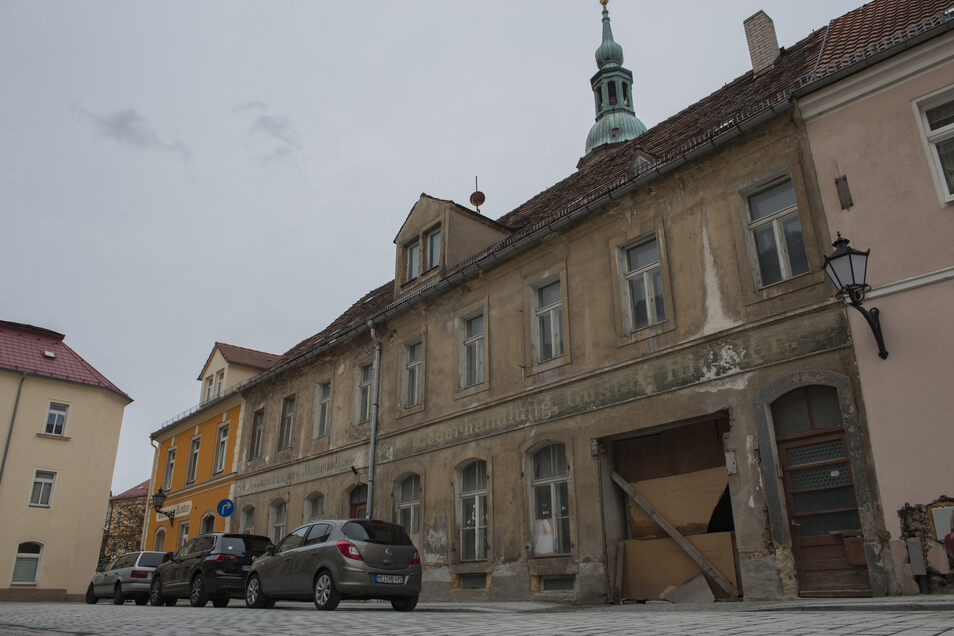 Dresdner Investoren haben die maroden Häuser, die miteinander verbunden sind, gekauft. Doch derzeit sind die Baupreise zu hoch.