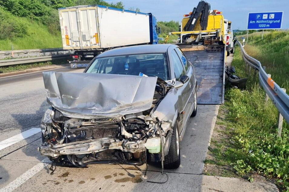 Bei dem Unfall wurde der Pkw-Fahrer verletzt.