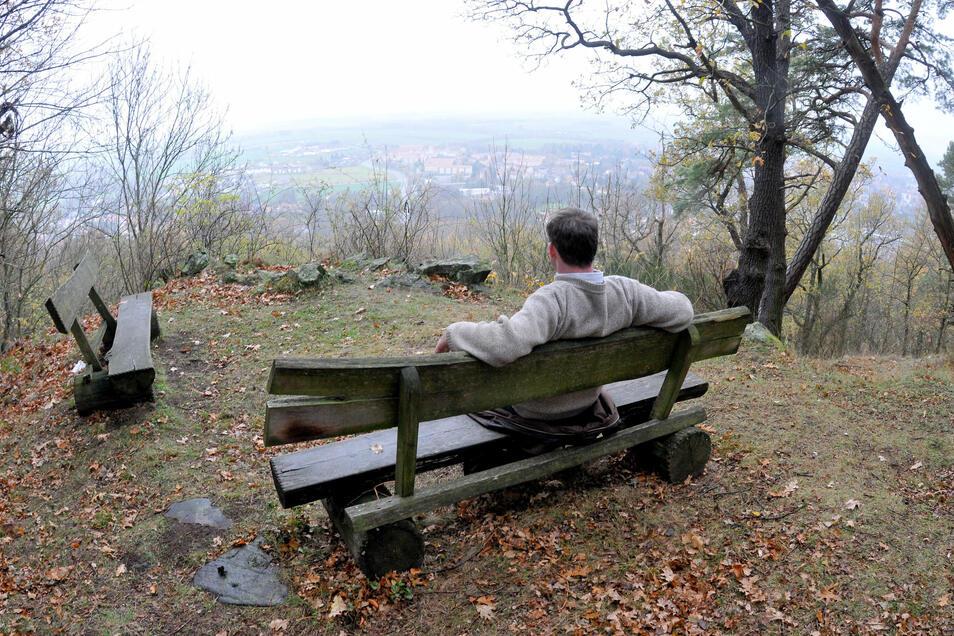 Bänke und Holzgeländer an den Wanderwegen rund um den Löbauer Berg werden immer wieder zum Ziel von Zerstörungswut.