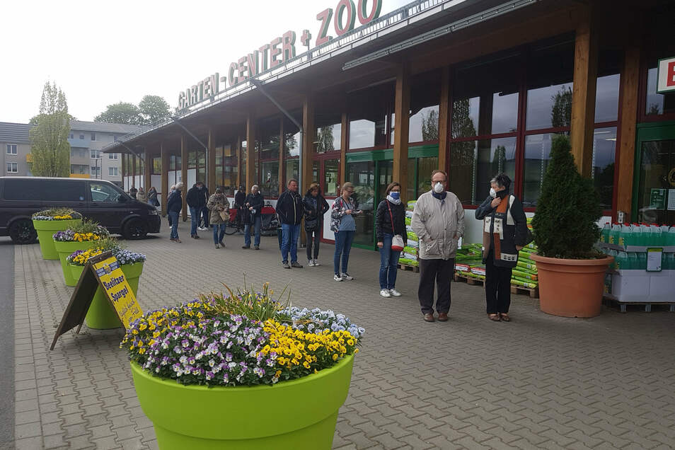 Auch der Dehner-Markt an der Washingtonstraße war am Samstag bei Gartenfreunden äußerst beliebt.
