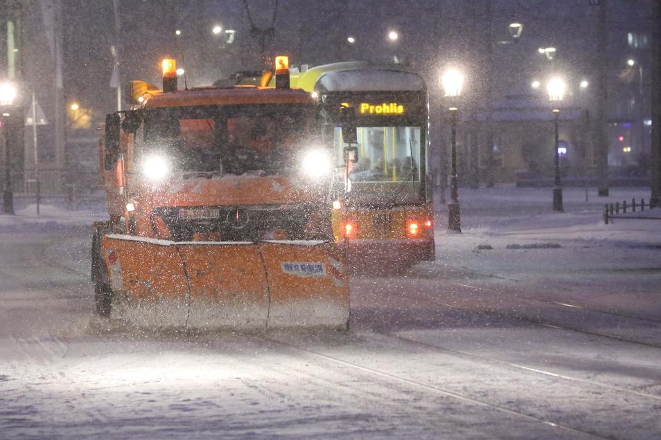 Ganz so heftig wie auf diesem Bild aus dem März 2013 war die Herausforderung für den Winterdienst am Dienstagmorgen noch nicht.