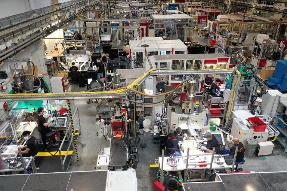 Diese Produktionslinie mit über 60 Arbeitsplätzen hat Selectrona aus seinem tschechischen Betriebsteil in Koŝtany an den Hauptsitz in Reinholdshain verlagert.