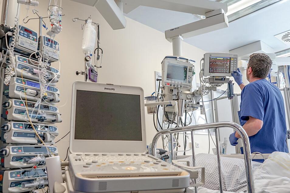 Auf einer Intensivstation im Bautzener Krankenhaus war während der Corona-Hoch-Zeit auch ein Beatmungsgerät von der Studienakademie Bautzen im Einsatz.