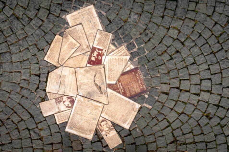 Vor dem Eingang der Ludwig-Maximilians-Universität erinnert ein Bodendenkmal an die Weiße Rose.