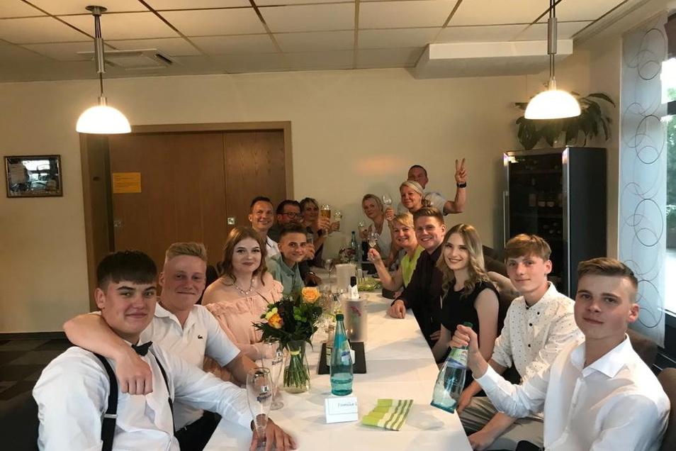 Statt gemeinsamem Abschlussball feierte die 10b der Kodersdorfer Oberschule eine private Party im Bürgerhaus Niesky. Die kam auf kurzfristige Initiative der Eltern zustande.