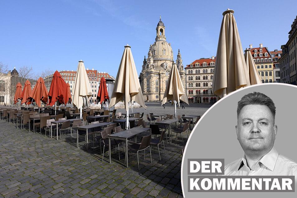 Leere Tische und Stühle stehen auf dem Neumarkt in Dresden. Wann Restaurants wieder öffnen können, weiß zur Zeit niemand so genau.