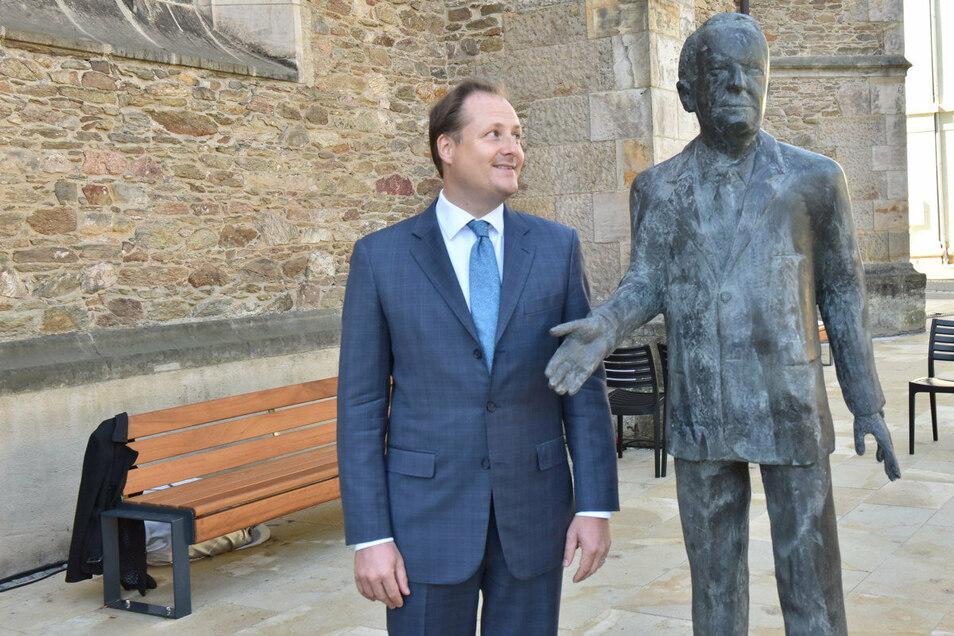 Zur Einweihung des Walter-Lange-Denkmals kam auch dessen Sohn Benjamin Lange aus München angereist.