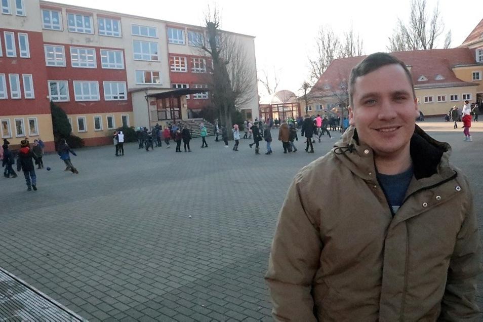 Philipp Schwabe ist seit April 2019 Schulsozialarbeiter in der Korla-Awgust-Kocor-Oberschule Wittichenau. Dort bringt er sich mit vielen Ideen ein. Dort arbeitet er mit Schülern, Lehrern, Schulleiterin und Eltern intensiv zusammen.