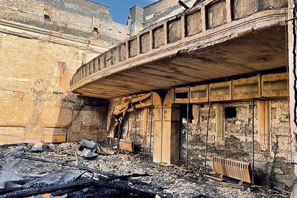 Ein Blick auf das, was das Feuer vom Volkshaus übriggelassen hat.