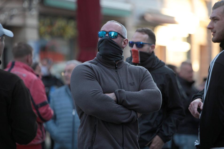 Immer wieder sind Mitglieder extremistischer Vereinigungen bei den Demos zu sehen.