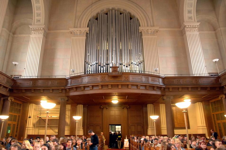 In der Zittauer Johanniskirche wird für die Christvesper am Heiligen Abend um Anmeldung gebeten.