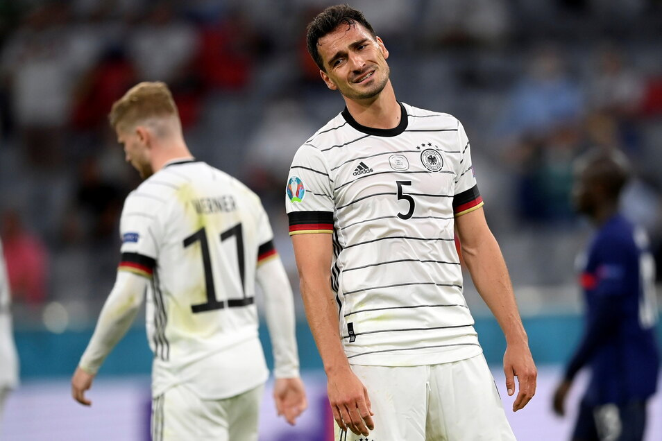 Mats Hummels war nach dem Schlusspfiff deutlich enttäuscht. Sein Eigentor entschied das Spiel gegen Frankreich.