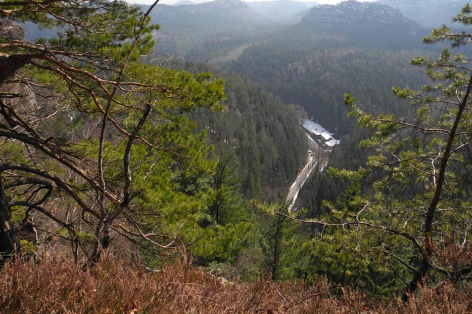 Hoch über der Felsenmühle erhebt sich die 360 Meter hohe Aussichtskanzel des Großsteines.