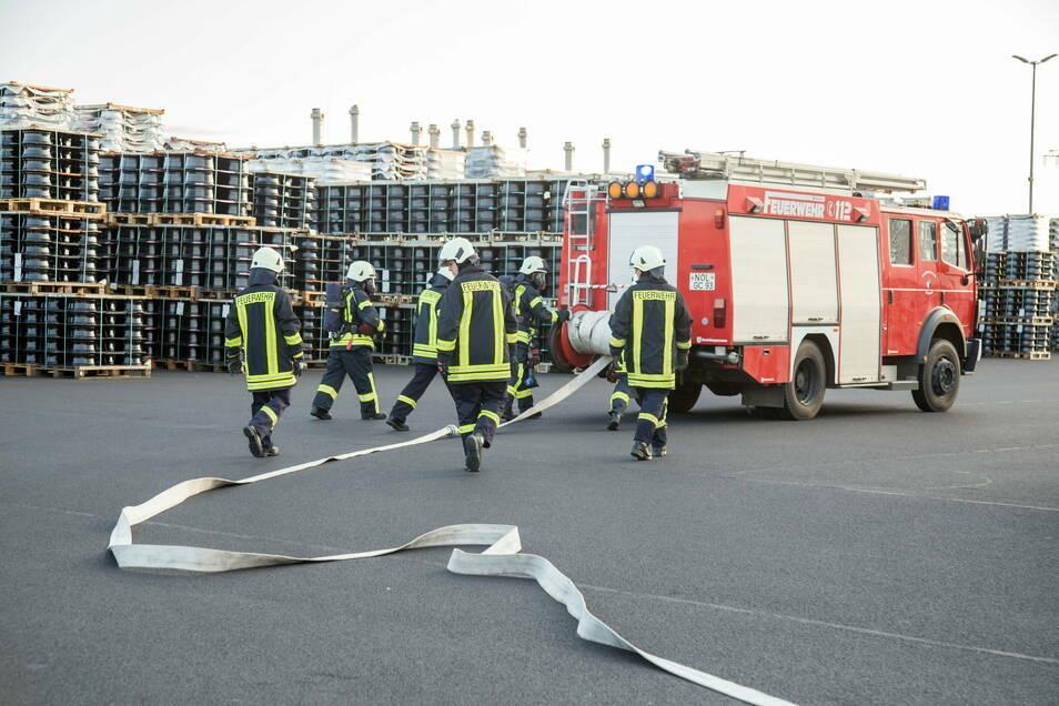 Die Freiwilligen Feuerwehren übten bereits im vergangenen September bei Borbet Sachsen im Gewerbegebiet Kodersdorf. Das gehört mit zum Brandschutzkonzept des Felgenherstellers.