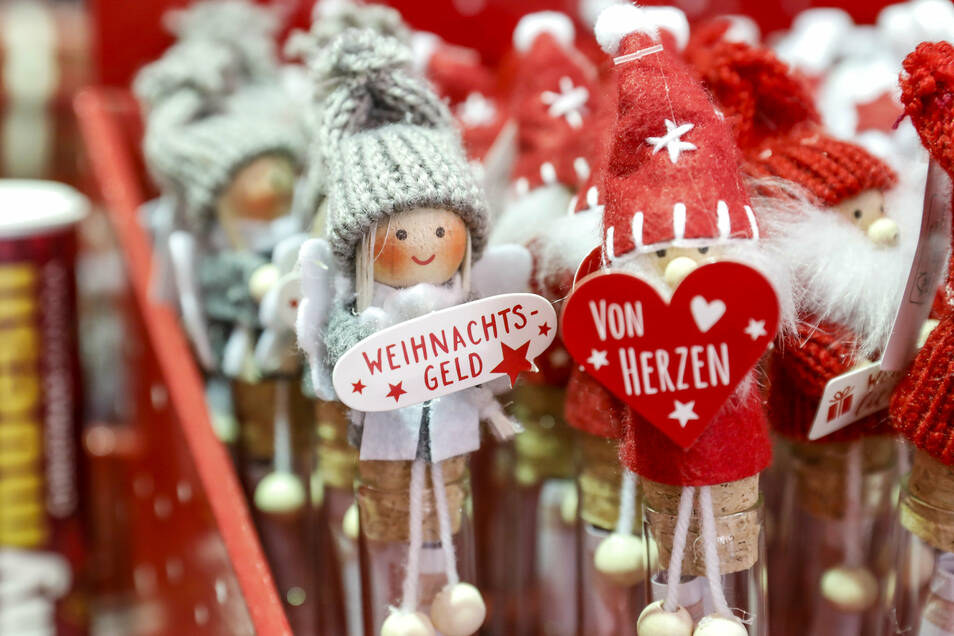 In der Thalia-Filiale gab's etwa diese neckischen Weihnachtspüppchen.