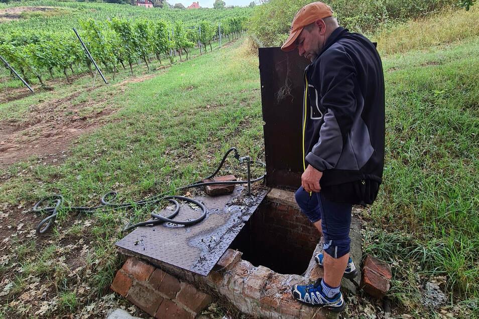 Winzer Udo Kühn hat am Paradiesweinberg alte Abflusssysteme und Brunnen entdeckt, die unsere Vorfahren angelegt haben.