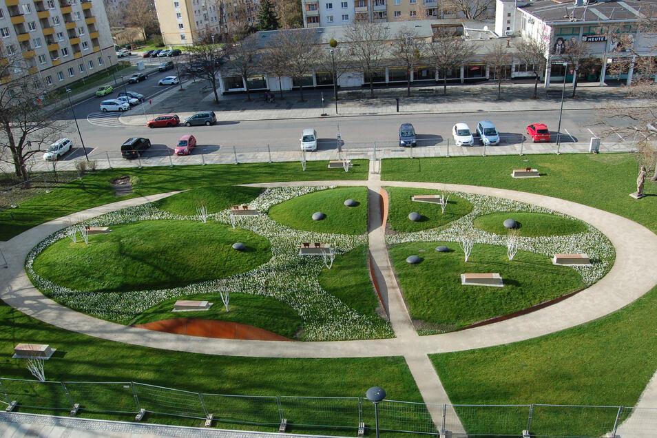 Runde Formen dominieren den kleinen Park am Sternplatz. An diesem Donnerstag ist der Bauzaun verschwunden.