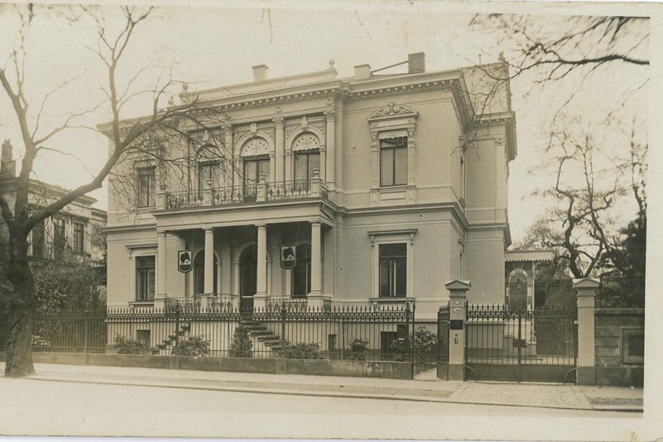 Nach dem Krieg baute Gertrude Seltmann-Meentzen die Firma wieder auf - die Villa auf der Wiener Straße 36 wurde die Meentzen-Adresse für Schönheitsbehandlungen, im Keller produzierten bis zu 60 Mitarbeiter die Cremes.