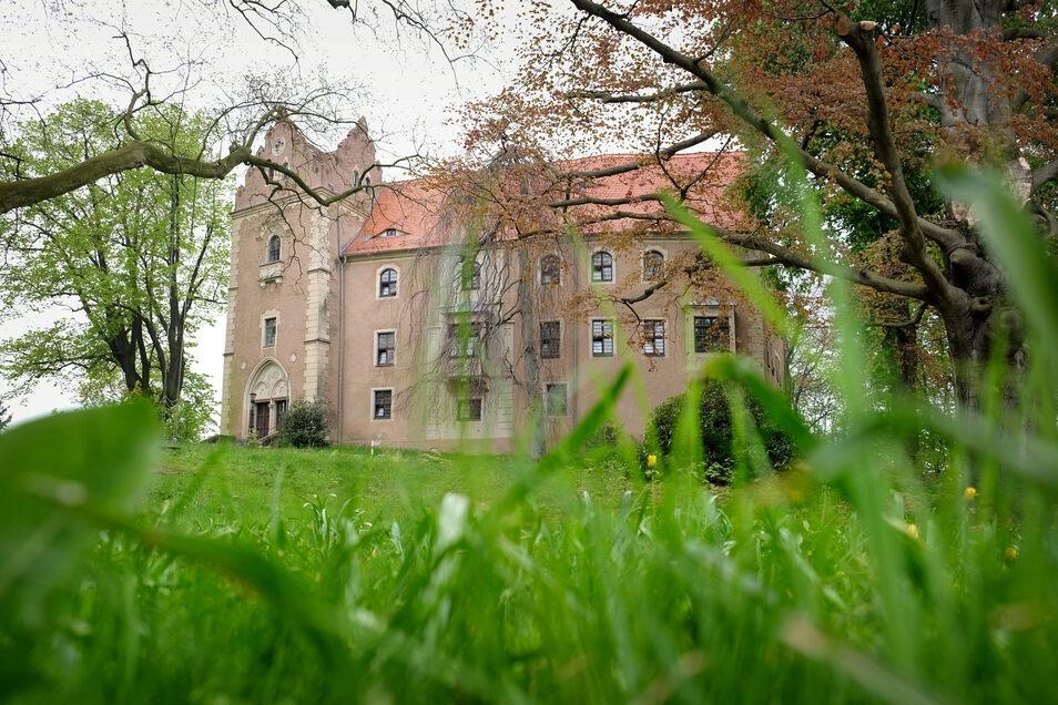 Schloss Taubenheim ging 2004 für 63.000 Euro an einen Unternehmer aus Bayern. Jetzt soll es für das rund Zehnfache des Preises zu haben sein.