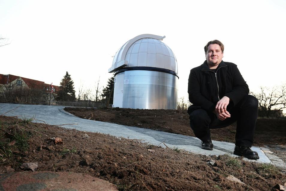 Stefan Schwager an der Beobachtungskuppel der Riesaer Sternenfreunde.
