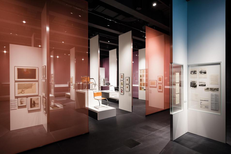 """145.000 DDR-Mark für 148 Arbeiten von Bauhaus-Künstlerinnen und -Künstlern stellte die """"Galerie am Sachsenplatz"""" in Leipzig der Stadt Dessau am 1. November 1976 in Rechnung. Heute umfasst die Sammlung über 49.000 Objekte."""
