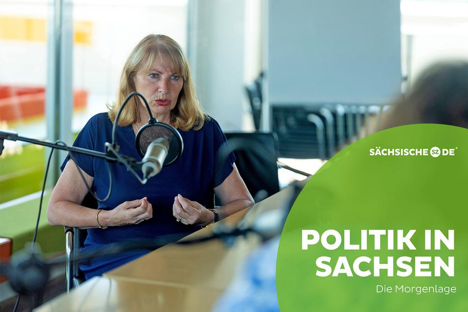 """""""Härter hat mich die Corona-Krise nicht gemacht, aber nachdenklicher und auf jeden Fall ernster"""". Gesundheitsministerin Petra Köpping zieht im Podcast Bilanz."""