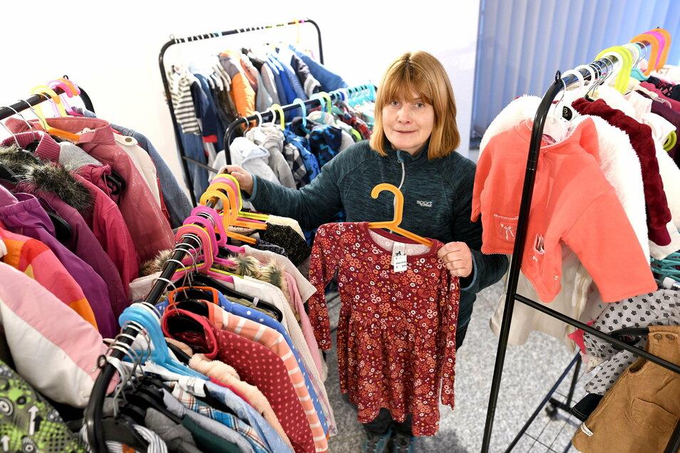Ilona Kloss in ihrem neuen Kinder-Second-Hand-Laden in Zittau.