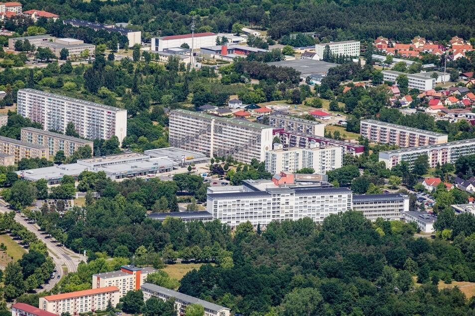 Das Lausitzer Seenland-Klinikum in Hoyerswerda hat seit über 50 Jahren für ein Krankenhaus in einer Stadt eine traumhafte Lage und bildet in der Berufsfachschule weiterhin eigenes Pflegepersonal aus.