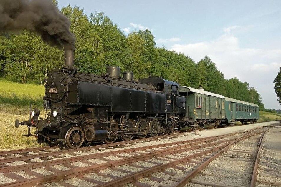 Traditionell fahren auch Dampfloks für die Museumsbahn.