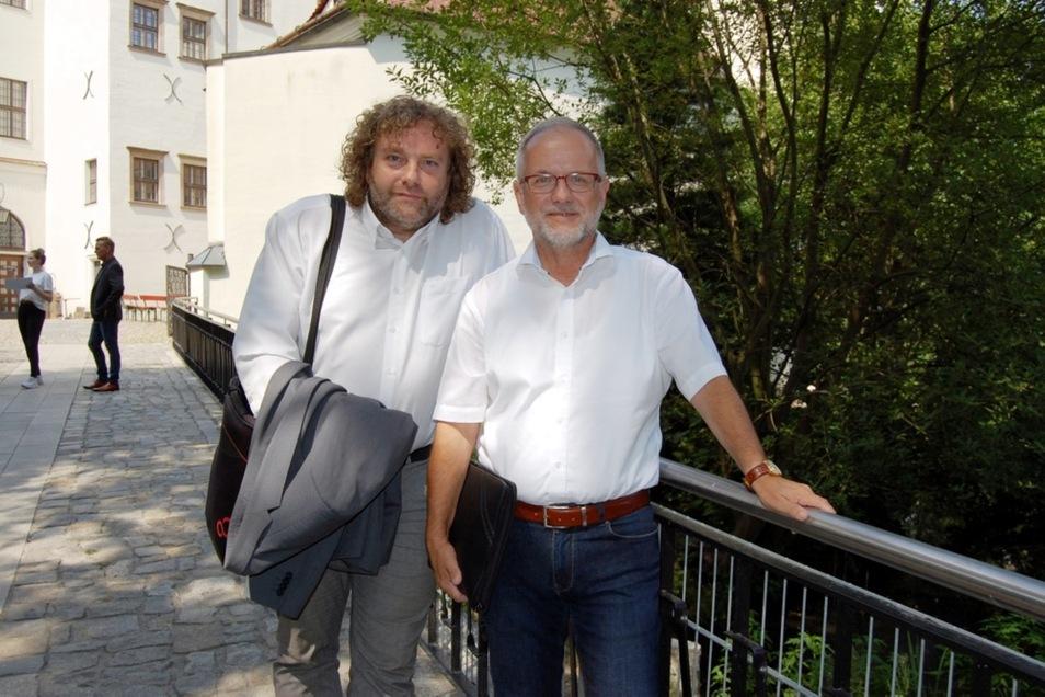 Unter anderem die beiden Oberbürgermeister Torsten Pötzsch (links) aus Weißwasser und Stefan Skora aus Hoyerswerda nahmen an der Tagung gestern teil.