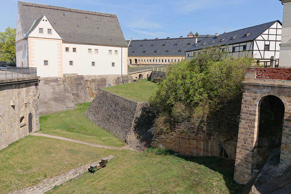 Nur tierische Besucher auf der Festung Königstein: Bienenvölker am Alten Zeughaus.