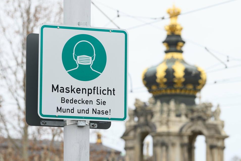 Nicht mehr an die frische Luft, auch nicht mit Maske: Dresden verschärft die Quarantäne-Regeln, insbesondere für Menschen, die mit Infizierten zu tun hatten, die eine Coronavirus-Mutante in sich tragen.