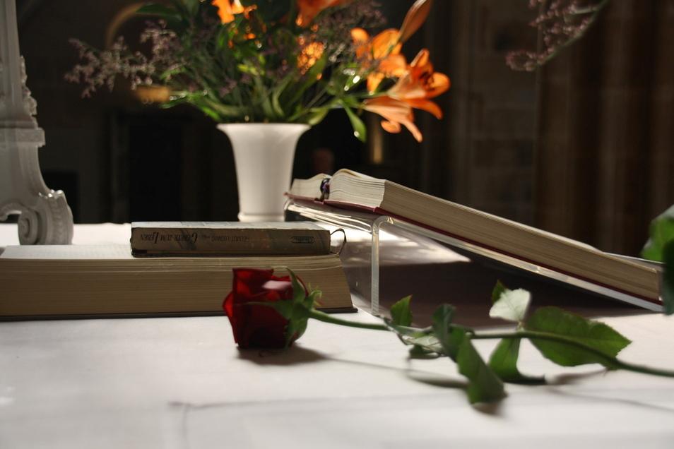 Vom Meißner Hochstift waren Ende des Sommer 2021 Paare eingeladen worden, deren Trauung im Dom der Stadt stattfand. Die Resonanz war überraschend gut und sorgte für einen vollen Gottesdienst.