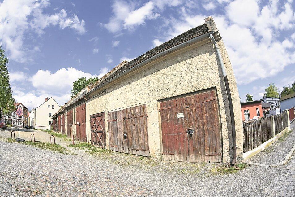 Bisher waren die Scheunen am Gehalm nur Garagen. Doch die Mietverträge sind gekündigt. Geplant sind ihr Erhalt, ihre Sanierung nach historischem Vorbild und auch eine künftige Umnutzung.