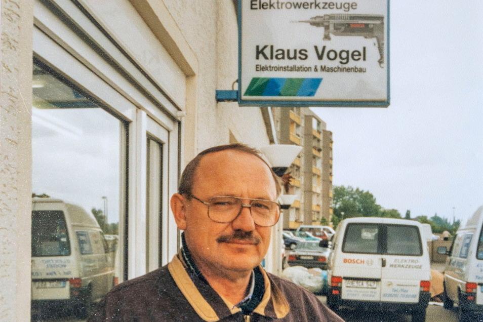 Seniorchef Klaus Vogel vor seinem Geschäft - eine Aufnahme etwa Ende der 90er Jahre. Im Mai 2017 ist der Firmengründer gestorben.