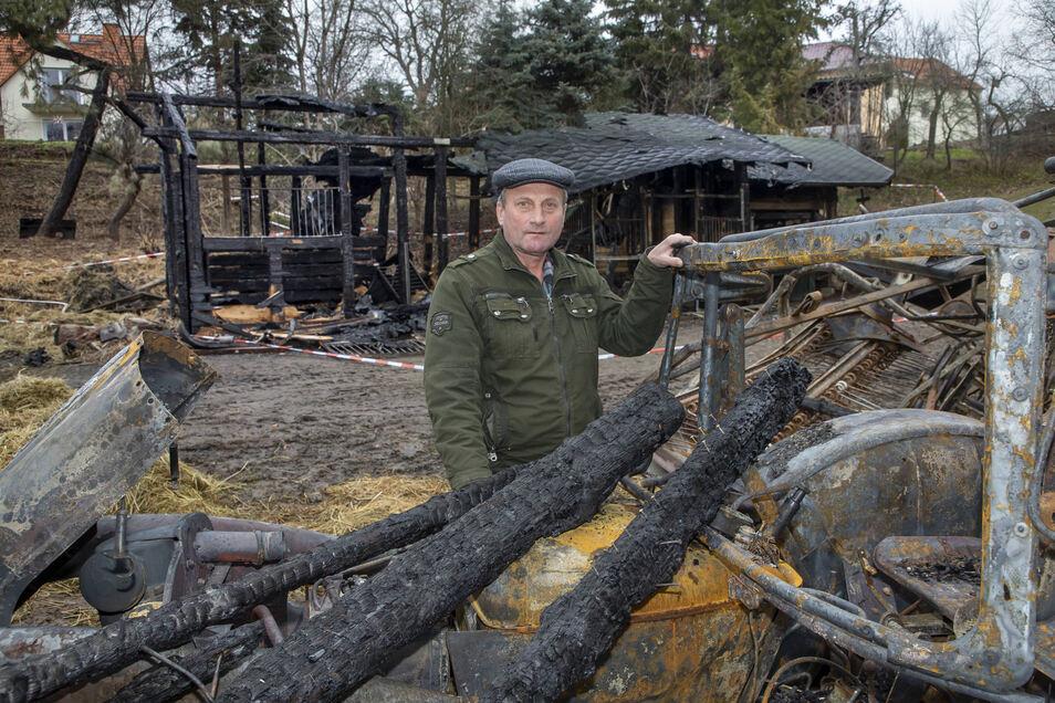 Das war nach dem Brand übrig geblieben. Auch der Traktor war nicht mehr zu retten.