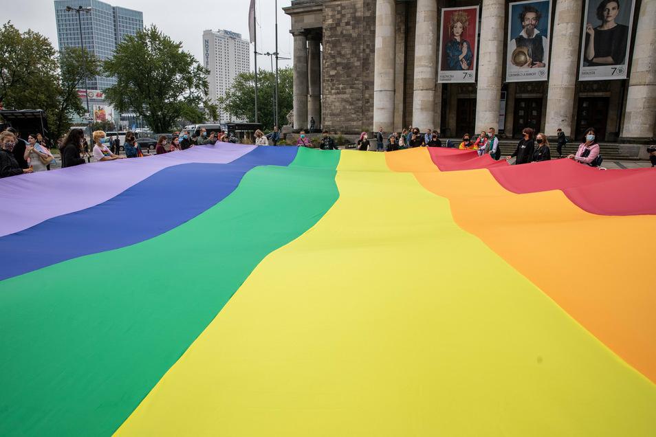 Seit Monaten gibt es in Warschau Proteste gegen die LGBTIQ+-feindliche Einstellung der Regierung.