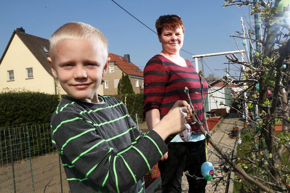 Kleine Idylle: Nico und Martina Pötzsch haben ihren Garten österlich geschmückt.