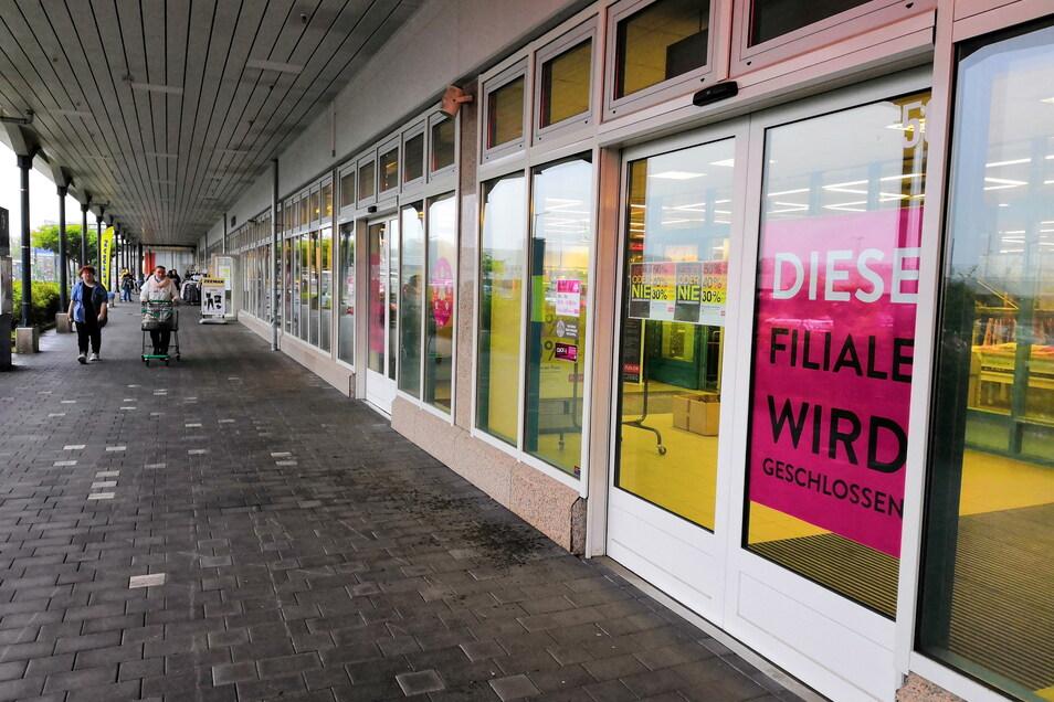 """""""Diese Filiale wird geschlossen"""", bestätigen nun auch die Schilder im Schaufenster."""
