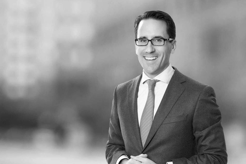 Der AVP-Insolvenzverwalter Jan-Philipp Hoos hat 3.200 Gläubiger registriert, die insgesamt 617 Millionen Euro fordern. Auch das zeigt die Dimension der Geschäfte auf dem Pharmamarkt.